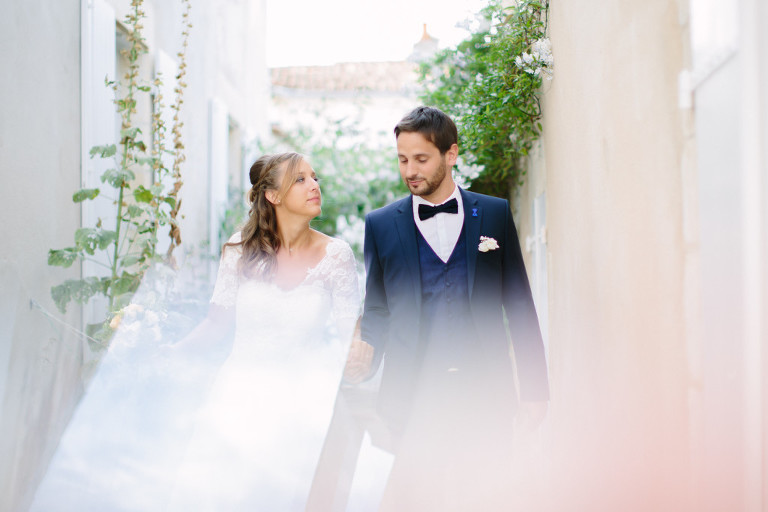 seance-photo-couple-sur-lile-de-re-par-caroline-bouchez-photographe-mariage-en-vendee4