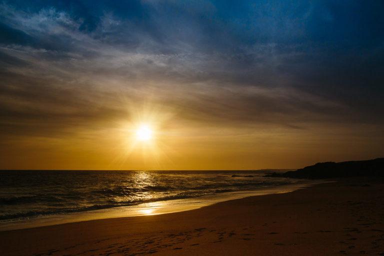 coucher de soleil sur une plage de Vendée